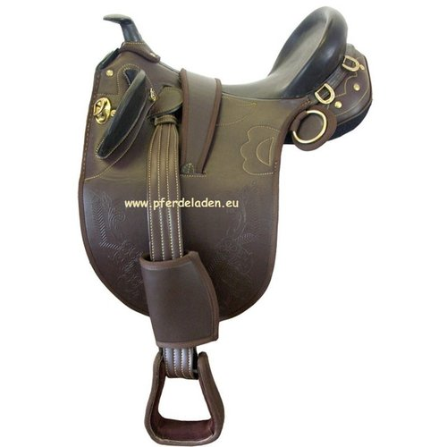 Synthetic stock saddle with horn